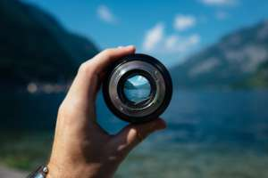 looking through a lense for free online digital photography tutorials